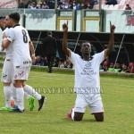 L'esultanza di Yeboah dopo il primo gol