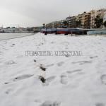 La spiaggia imbiancata sul lungomare di Messina