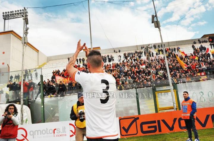 Messina-Tuttocuoio, applauso alla Curva Sud
