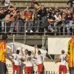 La festa dei tifosi dopo il gol di Bernardo