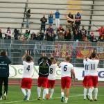 Il saluto dei calciatori ai tifosi giunti a Melfi