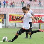 Vincenzo Pepe batte la punizione che s'insacca per il 3-1