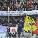 """Striscione solidale al """"San Filippo"""" durante Messina-Akragas"""