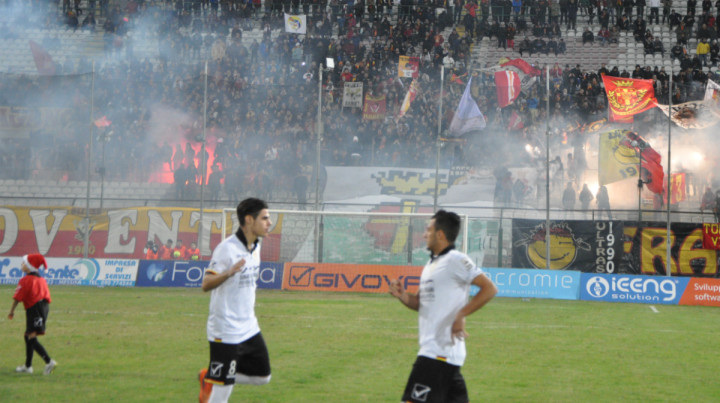 Messina-Akragasa, luninarie in Curva