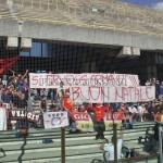 Salerno, lo striscione dei tifosi peloritani dedicato ad Armandino