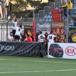 Ragosta festeggia con i tifosi messinesi a Trapani contro il Paceco