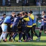 L'esultanza degli ischitani dopo il gol di Ciotola