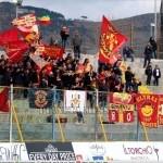 Bandiere e striscioni giallorossi a Caserta