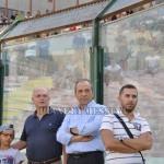Alle spalle del presidente Stracuzzi i tifosi nell'amichevole con il Forza Calcio Messina