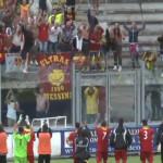 I giocatori salutano i tifosi al termine del match di Monopoli