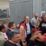 L'abbraccio dei tifosi peloritani a Stracuzzi dopo il pari di Monopoli