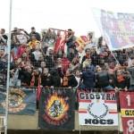 Bandiere e striscioni giallorossi allo stadio Esseneto