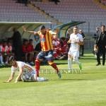 De Vito protegge il pallone su Torromino