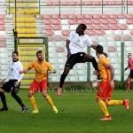 Colpo di testa dell'attaccante Yeboah